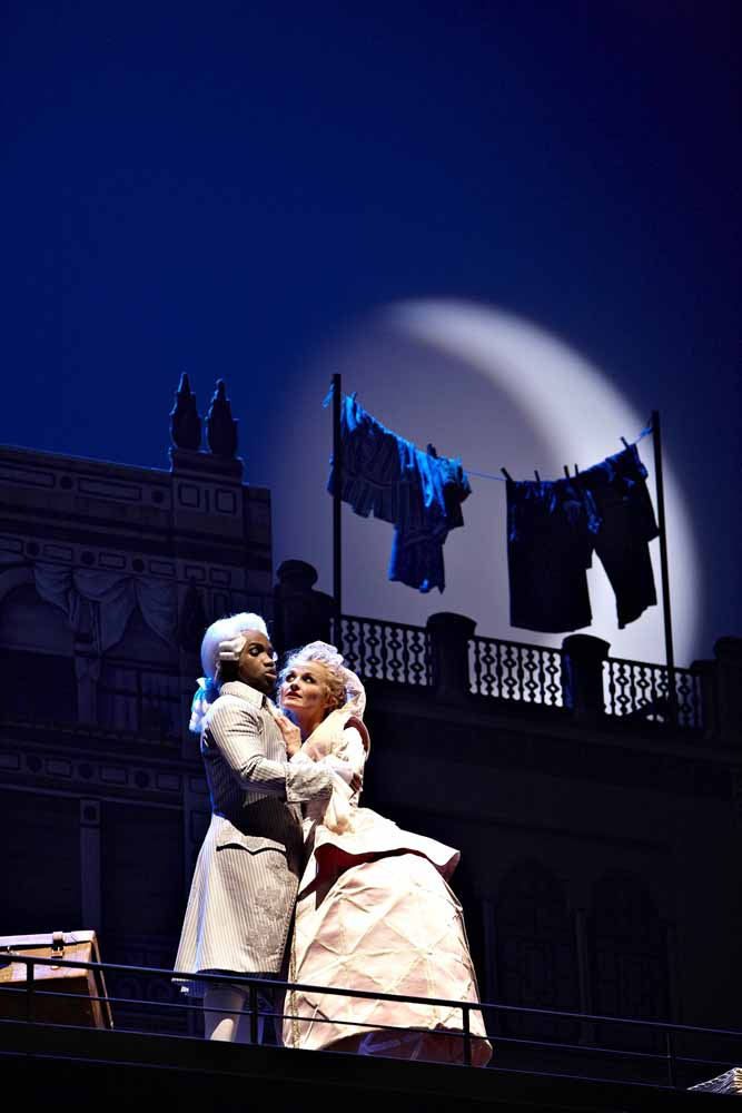 Gróf Almaviva - Lawrence Brownlee, Rosina - Jana Kurucová Barbier zo Sevilly, Deutsche Oper Berlin