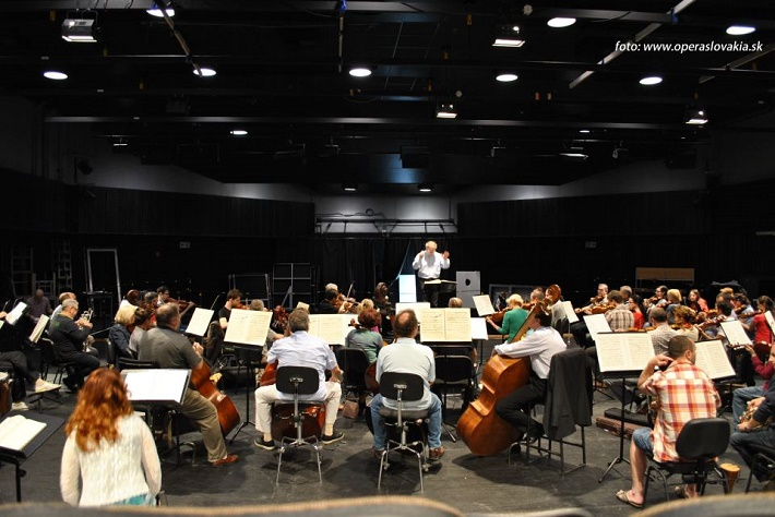 Friedrich Haider, orchester Opery SND, záber zo skúšky Lohengrina, foto: Ľudovít Vongrej