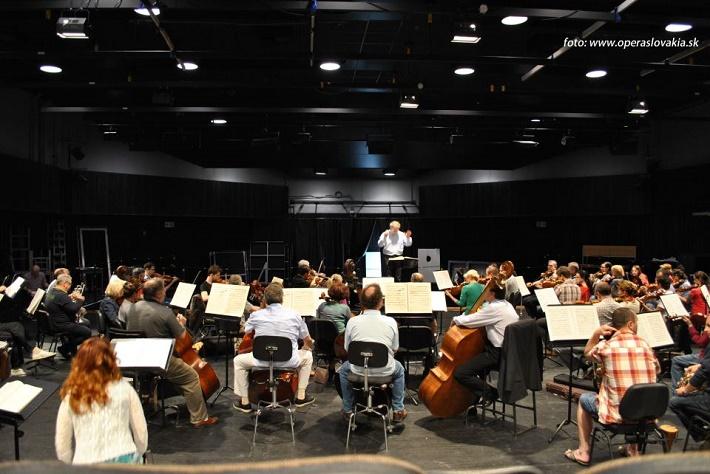 Friedrich Haider, orchester Opery SND, záber zo skúšky Lohengrina, 2013, foto: Ľudovít Vongrej