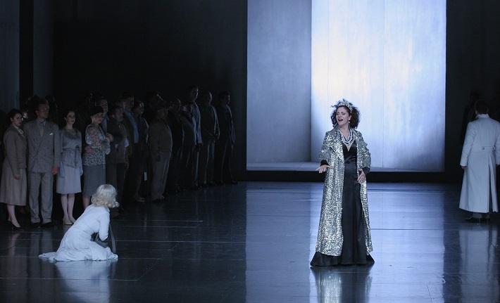 R. Wagner: Lohengrin, Opera SND, 2013, Jolana Fogašová (Elsa), Mona Somm (Ortrud), foto: Anton Sládek