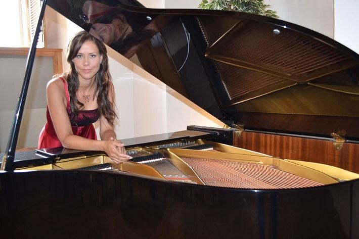Lenka Čermáková Klavír je její velká láska foto: Robert Rohál