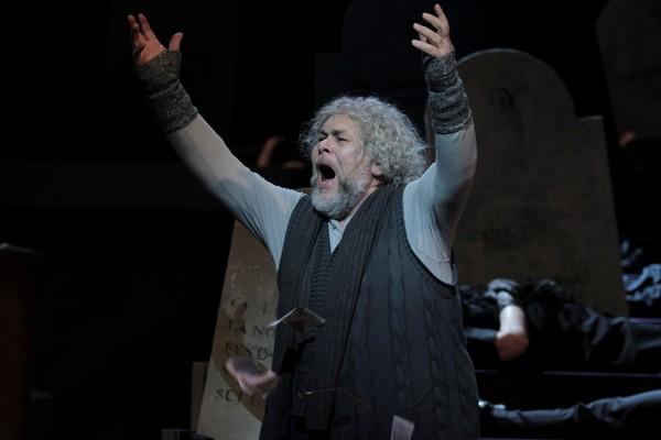 Mister Scrooge, Opera SND Peter Mikuláš (Mister Scrooge) foto: Ctibor Bachratý