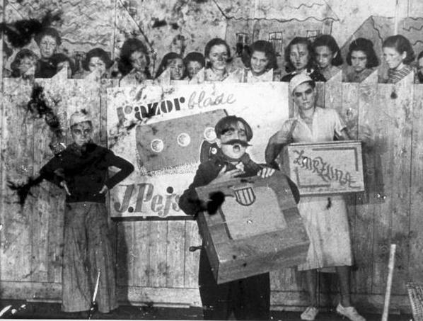 Fotka z Terezínskej premiéry opery Brundibár