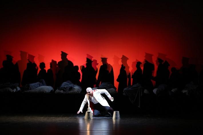 Piková dáma, Opera SND, 2014 Miroslav Dvorský (Hermann) foto: Jozef Barinka