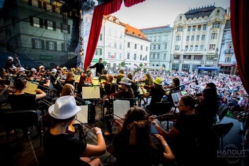 Mládežnícky orchester Virtuoso pod vedením dirigenta Igora Dohoviča / Foto: Zdenko Hanout