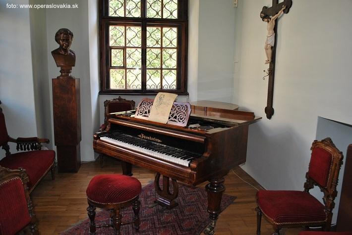 Klavír Antonína Dvořáka Múzeum Antonína Dvořáka v Prahe foto: Ľudovít Vongrej