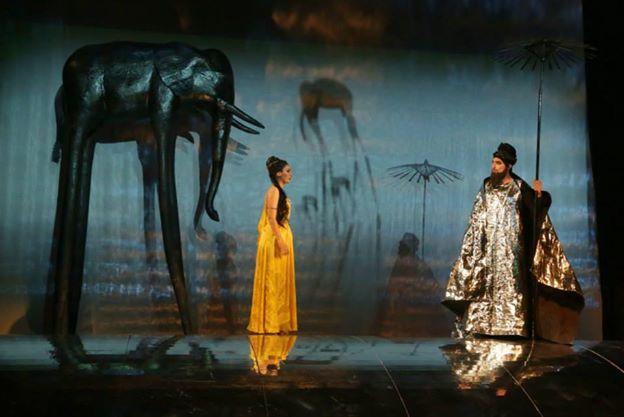 Lovci perál, Štátna opera Banská Bystrica, 2014 Katarzyna Mackiewicz (Leila) a Ondrej Mráz (Nurabád) foto: Jozef Lomnický