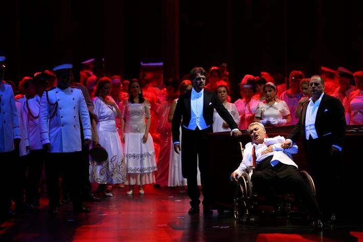Piková dáma, Opera SND, 2014 Pavol Remenár (Knieža Jeleckij), Miroslav Dvorský (Hermann), Sergej Tostov (Gróf Tomskij) foto: Jozef Barinka