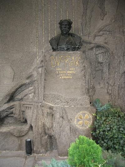 Hrob Antonína Dvořáka na Vyšehradskom cintoríne v Prahe