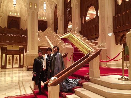 Peter Berger, Eva Blahová a Gustáv Beláček vo foyeri divadla Foto: Khalid Al Busaidi, Royal Opera House Muscat