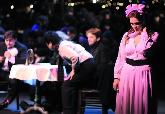 Bohéma, Opera SND, 2014 Daniel Čapkovič (Schaunard), Pavol Remenár (Marcello), Kyungho Kim (Rodolfo), Eva Hornyáková (Mimi) foto: Jozef Barinka