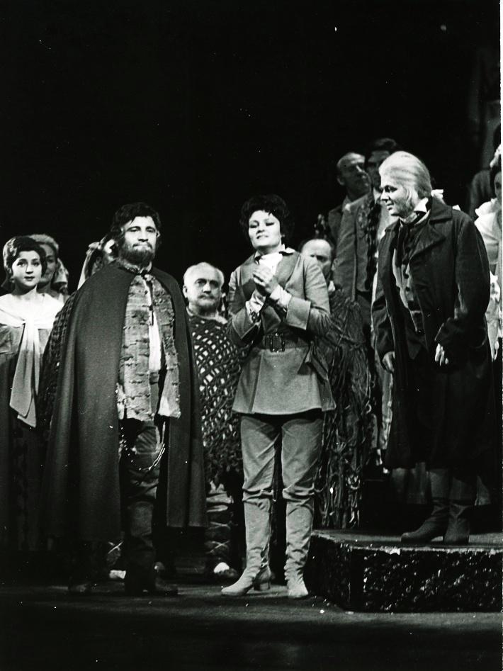 Fidelio, Opera SND, 1974 Arnold Judt (Florestan), Magdaléna Hajóssyová (Leonora), Jozef Špaček (Rocco) foto: Jozef Vavro