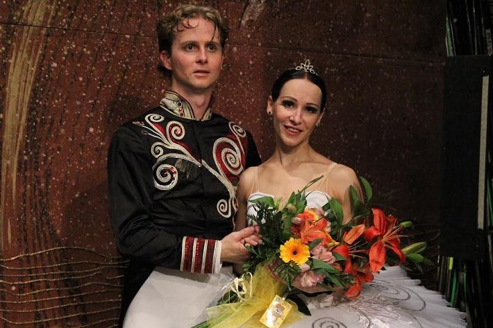 Po predstavení Labutieho jazera v NDM Ostrava, Jan Krejčíř (Princ Siegfried), Olga Borisová-Pračiková (Odetta-Odilia)