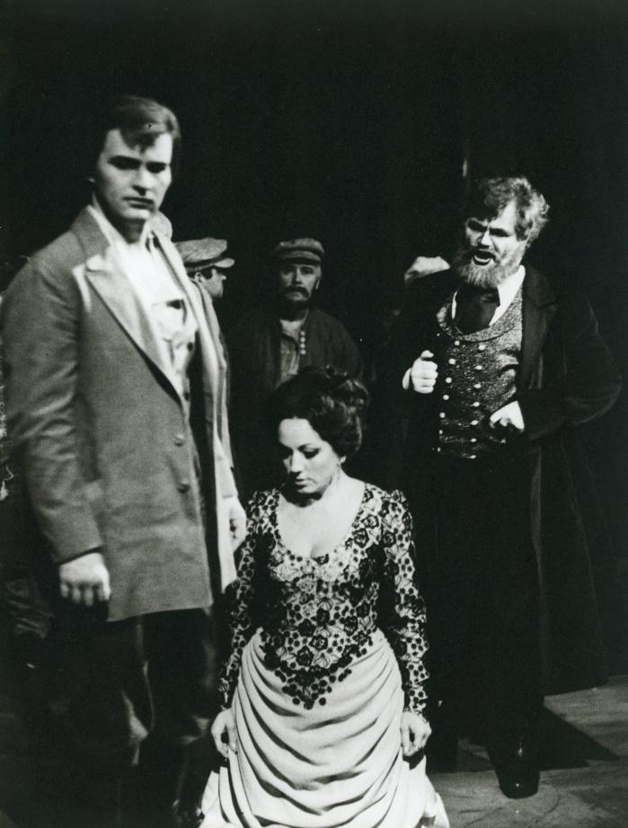 Katarína Izmajlovová, (1984), Jozef Kundlák (Zinovij Borisovič Izmajlov), Magdaléna Blahušiaková (Katarína Lvovna), Jozef Špaček (Boris Timofejevič Izmajlov), foto: Anton Sládek