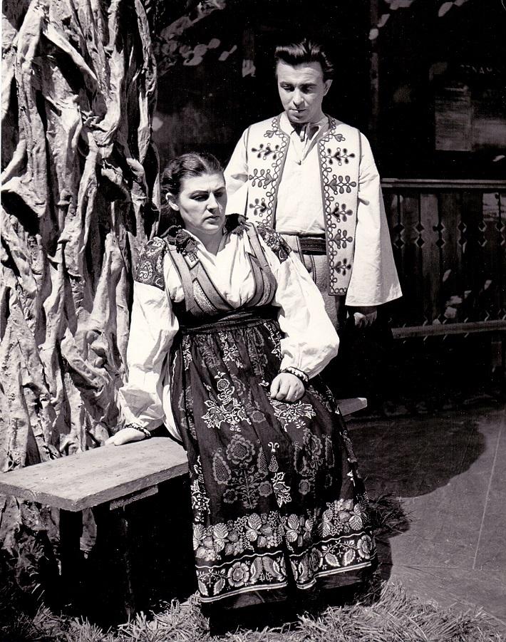 Krútňava, Opera SND, 1952, Štefánia Hulmanová (Katrena), Lubomír Havlák (Ondrej) foto: Gejza Podhorský