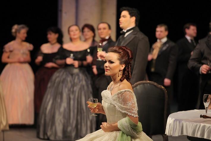 G. Verdi: La traviata, Opera ND Brno, Andrea Vizvári (Violetta), foto: NDB