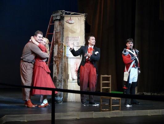 Opera je zábava, Opera SND Opera Nápoj lásky v úprave pre deti Martin Gyimesi (Nemorino), Jana Bernathová (Adina), Martin Vanek (Moderátor), Daniel Čapkovič (Belcore) foto Klenková