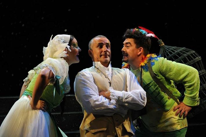 O čarovnej flaute a iných kúzlach, Opera SND M. Garajová (Papagena), M. Vanek (Moderátor), D. Čapkovič (Papageno)