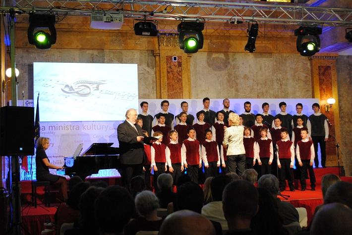 Udeľovanie Ceny ministra kultúry SR za rok 2013 Peter Mikuláš a Bratislavský chlapčenský zbor foto: Ľudovít Vongrej