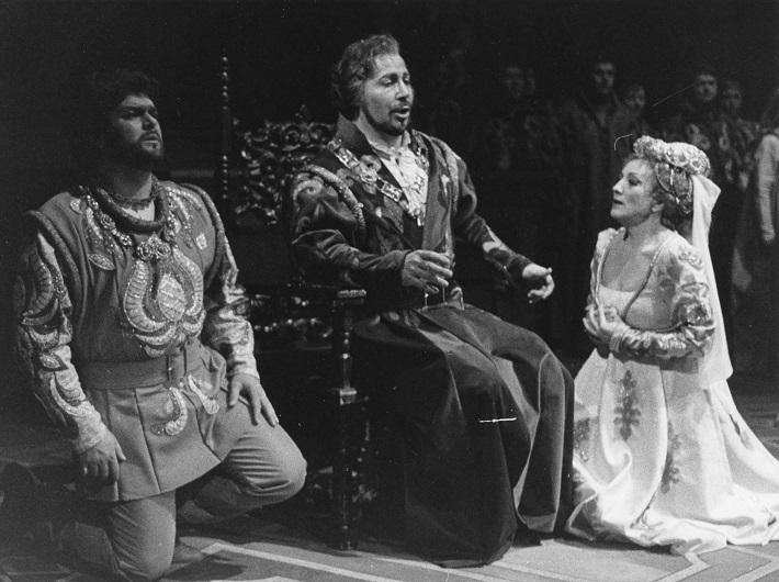 Simon Boccanegra, Opera SND, 1985, Peter Dvorský (Gabriele Adorno), Ivan Konsulov (Simon Boccanegra), Magdaléna Blahušiaková (Amelia Grimaldiová), foto: Anton Sládek
