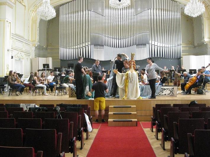 Záber zo skúšky v Slovenskej filharmónii