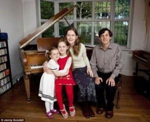 Alma Deutscher s rodinou