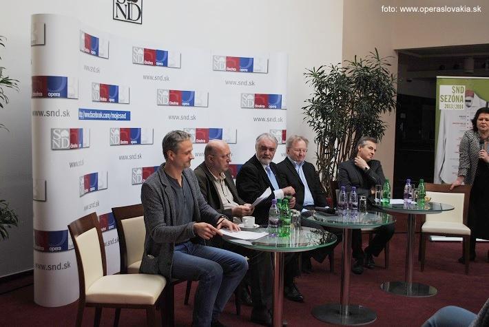 foto z tlač. konferencie, zľava: J. Dolinský (balet), R. Polák (činohra), M. Chudovský (GR SND), F. Haider a S. Jakubek (opera), foto: Ľudovít Vongrej