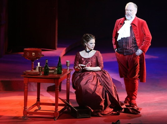 Don Giovanni, Opera SND, Eva Hornyáková (Donna Elvira), Peter Mikuláš (Leporello) foto: Jozef Barinka