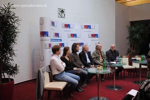 Záber z tlačovej konferencie k premiére Bohémy v Opere SND, zľava: P. Remenár, E. Hornyáková, V. Zvara, F. Haider, P. Konwitschny, M. Chudovský, foto: Ľudovít Vongrej