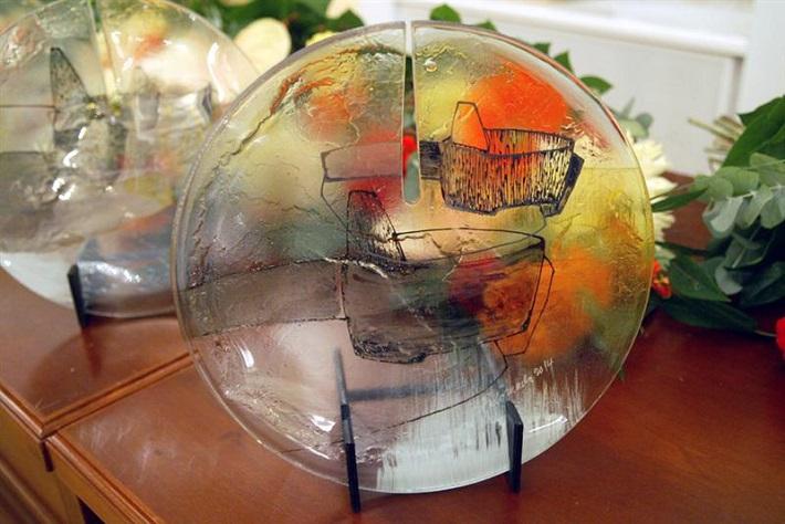 Cena predsedu Národnej rady SR, Autorom ceny je sklársky umelec Palo Macho.