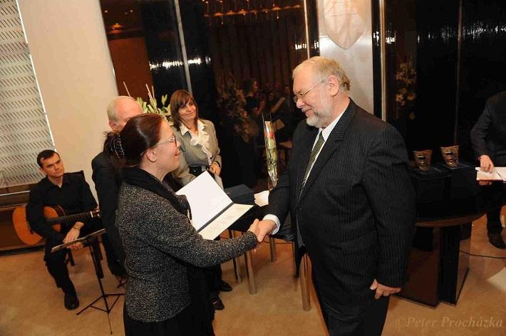 Peter Mikuláš pri preberaní ceny, foto: Peter Procházka