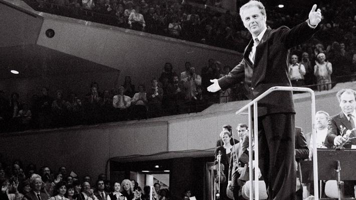 Daniel Barenboim diriguje Koncert pre obyvateľov Východného Berlína