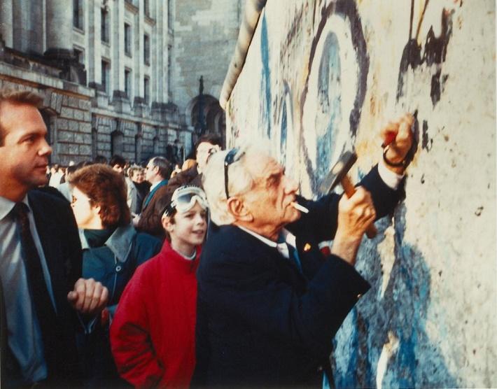 Pri búraní Berlínskeho múru v roku 1989 bol i Leonard Bernstein foto: Twitter Deutsche Grammophon