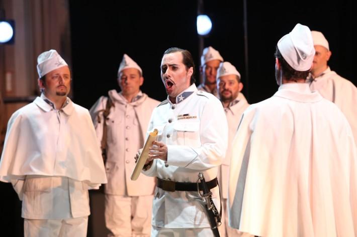 Betly, Bergamo festival 2014, Max (Paolo Ingrasciotta) a zbor