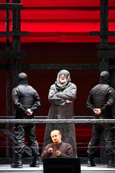Chovanščina, Wiener Staatsoper, Andrzej Dobber (Bojar Schaklowity), Norbert Ernst (Schreiber), Foto: Michael Pöhn