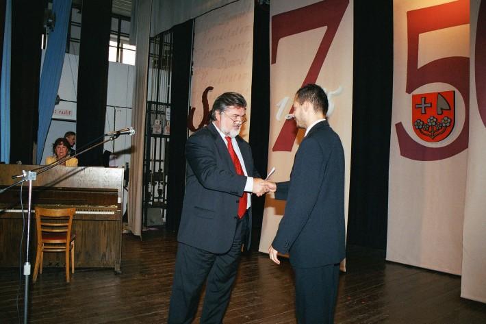 Udelenie Plakety SND riaditeľom D. Jamrichom prostredníctvom P. Dvorského za tvorbu mladého operného publika