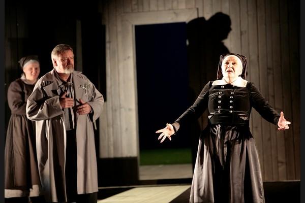 Jenůfa, Opera SND, Ján Galla (Rychtář), Eva Urbanová (Kostelnička) foto: Jozef Barinka