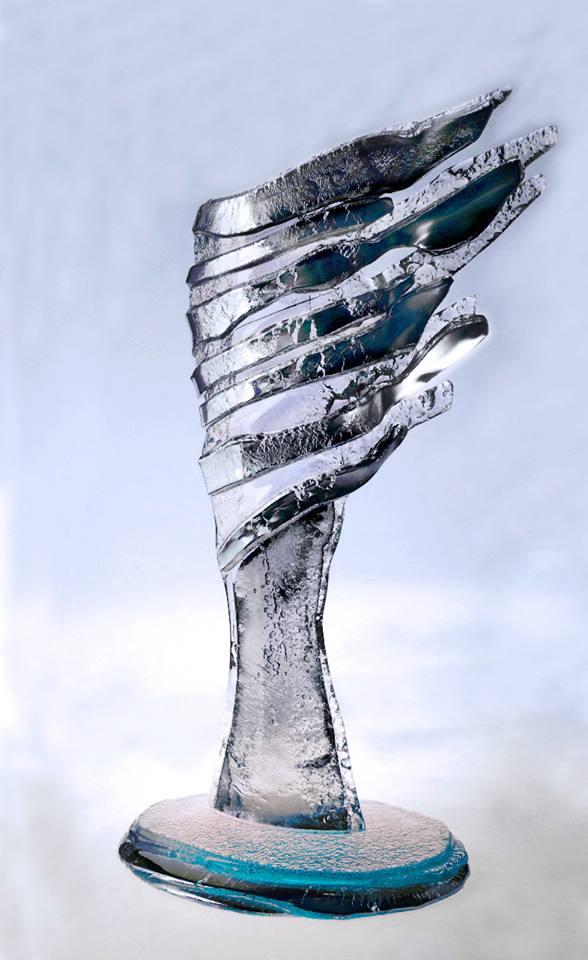 Krištáľové krídlo, aurorom je sklár a dizajnér Mgr. art. Achilleas Sdoukos