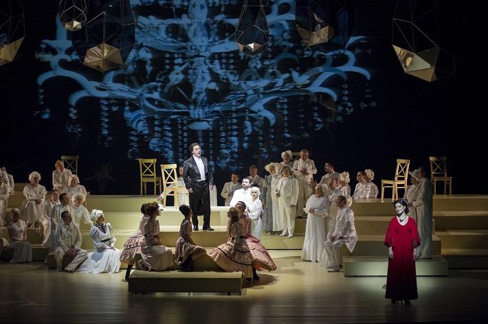 Zem úsmevov, Opera SND, Michal Lehotský (Princ Su-Čong), Helena Becse-Szabó (Lisa), foto: Martin Geišberg