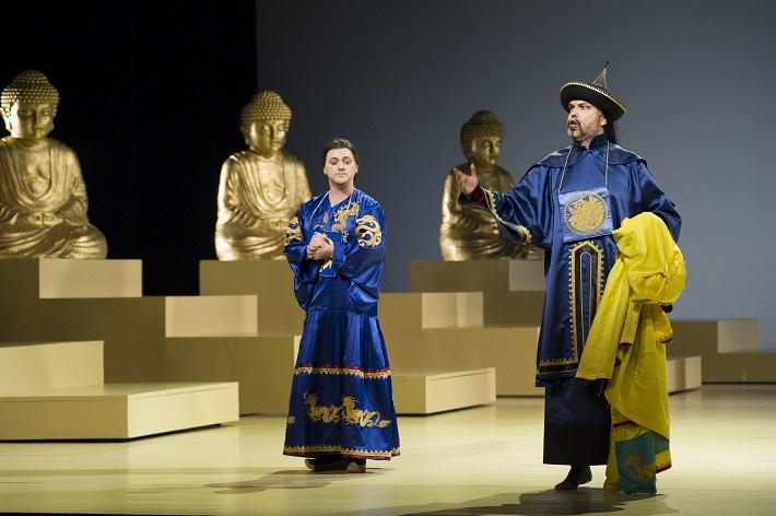 Zem úsmevov, Opera SND, Michal Lehotský (Princ Su-Čong), Ján Ďurčo (Čang) foto: Martin Geišberg