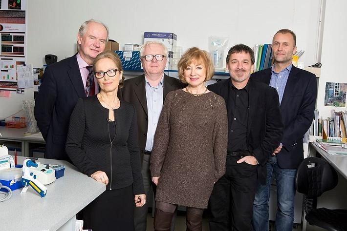 Porota v kategórii medicína a veda a M. Vaškovičová (Autorom projektu Krištáľové krídlo, zľava J. Breza, S. Pastoreková, J. Masarik, M. Vaškovičová, F. Simančík a L. Kužela, foto: René Miko