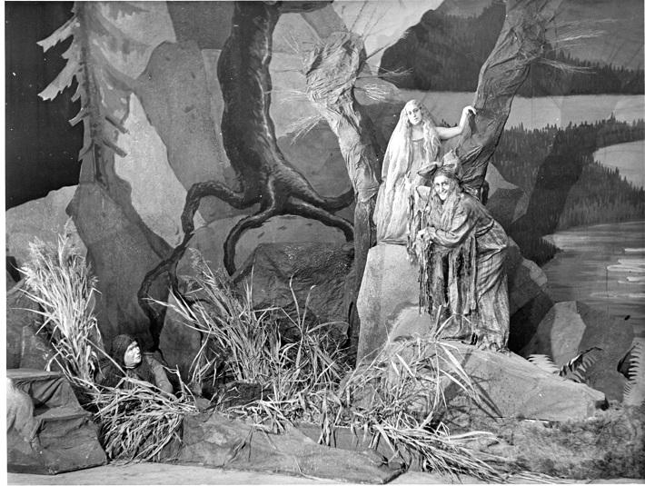 Z. Ruth-Markov (Vodník), H. Bartošová (Rusalka), M. Peršlová (Ježibaba), Rusalka, Opera SND, 1941, foto: STK