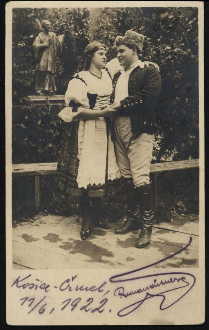 Dobřena Šimáňová (Mařenka), Roman Hübner (Jeník), 1922, B. Smetana: Predaná nevesta, foto: Archív Divadelného ústavu
