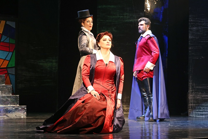 Maria Stuarda, Štátna opera Banská Bystrica, J. Fogašová (Elisabetta), A. Kohútková (Maria Stuarda), L.  Mastro ( Roberto), foto: Jozef Lomnický