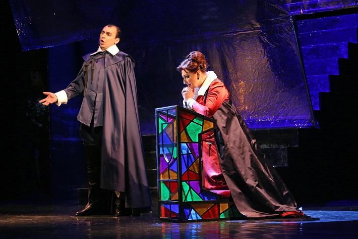 Maria Stuarda, Štátna opera Banská Bystrica, I. Zvarík (Giorgio Talbot), A. Kohútková (Maria Stuarda), foto: Jozef Lomnický