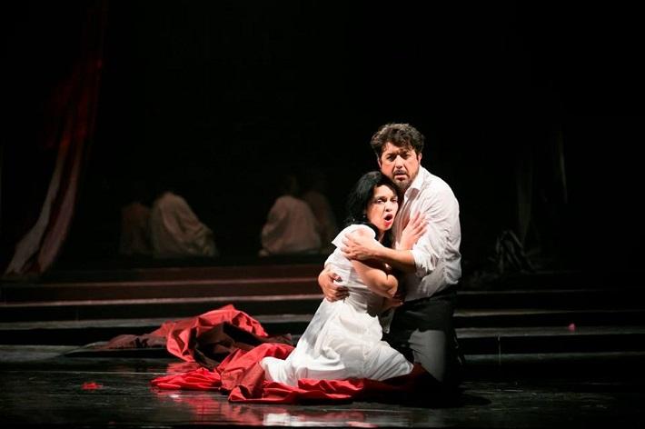 Manon Lescaut, Opera ŠD Košice, J. Zsigová (Manon), B. László (Renato des Grieux), foto: Joseph Marčinský