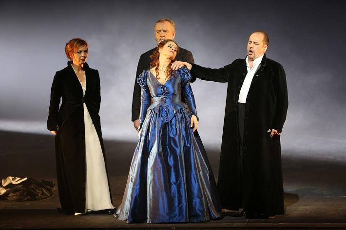 Romeo a Júlia, Opera SND, D. Šlepkovská (Gertrude), J. Galla (Otec Laurent), E. Hornyáková (Júlia), S. Tolstov (Capulet), foto: Jozef Barinka