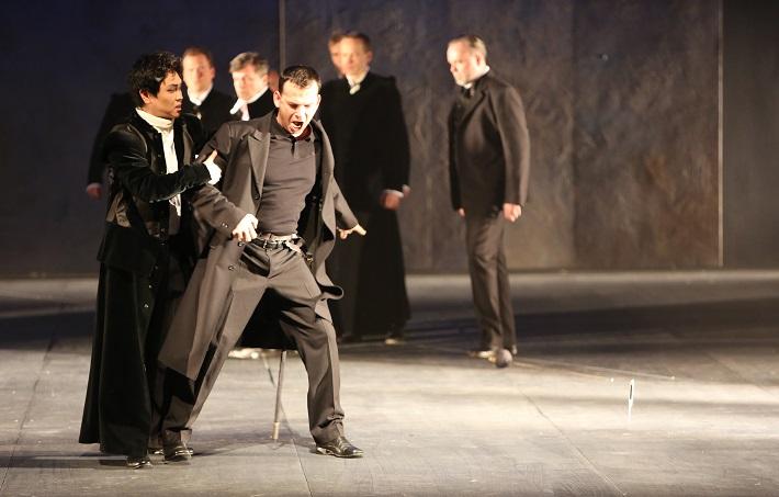 Romeo a Júlia, Opera SND, K. Kim (Romeo), A. Jenis (Mercutio), foto: Jozef Barinka