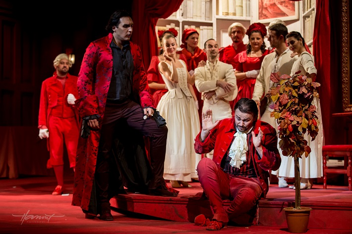 Don Giovanni, Opera SND, Adam Plachetka (Don Giovanni), Štefan Kocán (Leporello), foto: Zdenko Hanout