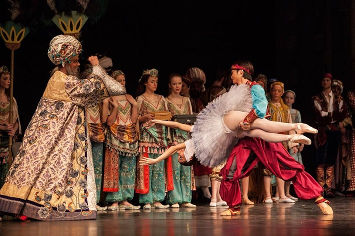 Korzár, Balet SND, F. Šulek (Paša), M. Rudenko (Gulnara), Y. Kaminaka (Lankedem), foto: Peter Brenkus